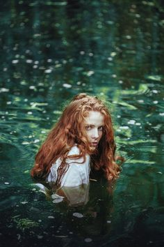 nymphe aquatique 🌲 katrin by ines rehberger (immersion eau mare water pound jeune femme rousse younf redhead woman) palette verte green Fantasia Marilyn Monroe, Fantasy Magic, Elfa, Water Nymphs, Foto Art, Poses, Character Inspiration, Fantasy Inspiration, Writing Inspiration
