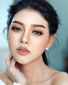 Hottest Makeup Looks to Try in natural makeup ideas; glam makeup looks; makeup looks for brown eyes; simple makeup looks. No Make Up Make Up Look, Nude Make Up, Make Up Eye, Fresh Wedding Makeup, Wedding Hair And Makeup, Korean Wedding Makeup, Vintage Wedding Makeup, Hair Wedding, Wedding Beauty
