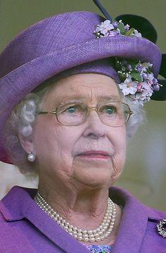 Queen Elizabeth II Photos - Queen Elizabeth II smiles as she attends Ladies Day on day 3 of Royal Ascot at Ascot Racecourse in Ascot, England. - Ladies Day at the Royal Ascot Racecourse — Part 4 Die Queen, Hm The Queen, Royal Queen, Her Majesty The Queen, Princesa Real, Princesa Diana, Prinz Philip, Prinz William, Queen Hat