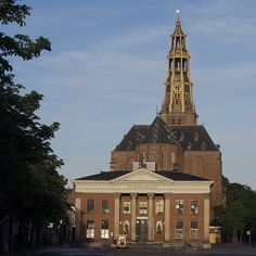 De Der Aa-kerk. Groningen. The Netherlands. Op voorgrond De Korenbeurs.