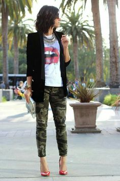 neat Camo Pants Outfit, Camo Outfits, Mode Outfits, Casual Outfits, Joggers Outfit, Camo Joggers, Denim Outfit, Camo Skinny Jeans, Printed Skinny Jeans