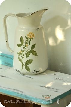 need to find a small metal pitcher like this & paint to match . . . .