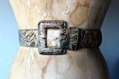 """Vintage marbled abstract belt with gold foil designs. Belt would best fit a size: S/M Length: 34"""" Condition: Excellent"""