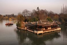 Slender West Lake at Yangzhou China  from chiphoto.net