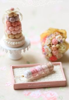 A dollhouse miniatures blog specializing in air dry clay, dollhouse miniature food and flowers.