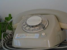 love this table dial phone : T65