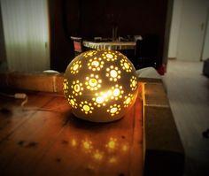 LAMPA DO INTERIÉRU Pumpkin Carving, Christmas Bulbs, Holiday Decor, Home Decor, Decoration Home, Christmas Light Bulbs, Room Decor, Pumpkin Carvings, Home Interior Design