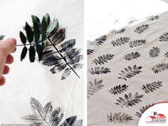 Estampa el dibujo de hojas naturales en cualquier textil. Puedes usarlo en paños de cocina, cojines, fundas, manteles, etc. Puedes elegir otro color o, en este caso, el contraste blanco-negro le dará una imagen muy de estilo nórdico.