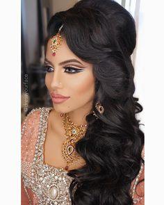 Pakistani bridal makeup hairstyles, pakistani bridal makeup и indian weddin Easy Party Hairstyles, Side Hairstyles, Indian Hairstyles, Wedding Hairstyles, Bridal Makeup Looks, Bridal Hair And Makeup, Hair Makeup, Makeup Art, Pakistani Bridal Makeup Hairstyles