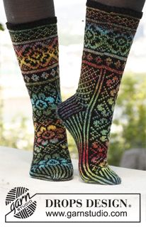"Irish dream / DROPS - free knitting patterns by DROPS design - Irish Dream – Knitted DROPS pattern socks in ""Fabel"". Sizes 35 – – Free oppskrift by DROP - Drops Design, Crochet Socks, Knitting Socks, Knit Crochet, Knit Socks, Knitting Patterns Free, Free Knitting, Free Pattern, Crochet Patterns"