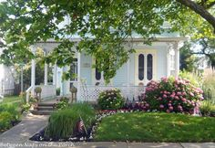 Cute cottage in Cape May, NJ Little Cottages, Beach Cottages, Country Cottages, Cottage Living, Cottage Homes, Cottage Farmhouse, Coastal Farmhouse, Cottage Gardens, Farmhouse Ideas