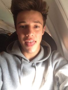 IMAGINE: Cam sending you a pic with the message: On the plane home!! I can't wait to kiss you again <3 ;)