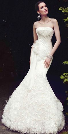 Not MY favorite  BUT IT IS a VERY BEAUTIFUL dress!!! |  21 Incredibly Beautiful Wedding Dresses