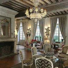 Le Roi in Paris, at home #luxury #hotel #decor #design #classic #handmade #glass #murano #andromeda #interior #interiors #elegance #5stars #paris #lighting #light