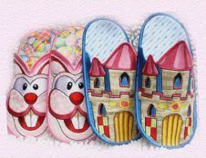A beautiful set of Animal Slippers, fun and colorful, Applique instructions included. Non Skid fabric is available in our website.