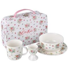 This pretty breakfast set is the perfect gift for little girls and the floral Rose Bed print is bound to keep them interested at breakfast time! Set includes mug, egg cup, plate and bowl, complete with carry case.