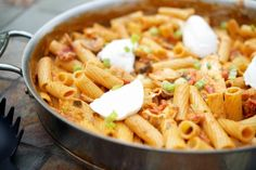 Rigatoni Martino (Carrabba's Copycat) made with pasta, sun dried tomatoes, grilled chicken & mushrooms in a ltomato cream sauce topped with ricotta cheese. Ground Chicken Recipes, Healthy Chicken Recipes, Pasta Recipes, Cooking Recipes, Chicken Rigatoni, Chicken Pasta, Steak Gorgonzola, Easy Lasagna Recipe, Family Meals