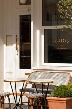 Holiday Café à Paris Café Restaurant, Restaurant Design, Modern Restaurant, Cafe Interior Design, Cafe Design, French Coffee Shop, Paris Coffee Shop, Decoration Restaurant, Pub Decor
