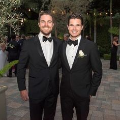#Stephenamell A family affair The Amell cousins #Hotaf Tux mode lit Who wore it better... STEPHEN OR ROBBIE?? Tag a friend