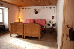 Das Bett ist gemacht Project Board, Switzerland, Places, Projects, Room, Hotels, Furniture, Home Decor, Restore