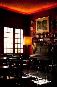 """Un racó amb encant  Fem un cafè? I seguim fent fotos! Un racó amb encant al Cafè del Centre de Sant Pol de Mar...     Preparació de la propera Ruta Blava de """"Passejant amb femfotos: Pobles del Maresme"""" a Sant Pol de Mar.  La Sílvia i jo vam passar molt bona estona!!!!    Més informació de la ruta:   www.femfotos.cat/visita-a-sant-pol-de-mar-amb-femfotos/"""