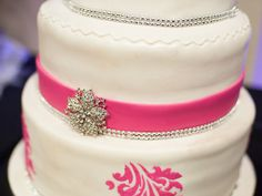 Google Image Result for http://www.bridalguide.com/sites/default/files/article-images/planning/showers-%2526-parties/themed-bridal-showers/fashion-themed-bridal-shower/bridal-shower-cake.jpg