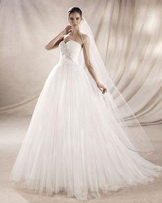 YOLI - Vestido de tul con detalle de pedrería en color blanco naturalPosibilidad de corsé o cremallera