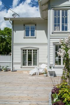Exterior Paint Colors For House, Exterior Colors, Exterior Design, Future House, My House, German Houses, Swedish House, Wooden House, Scandinavian Home
