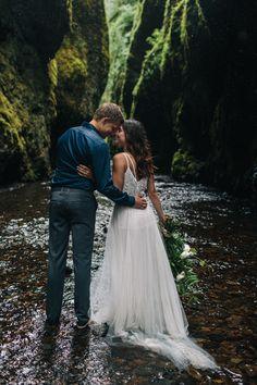 Styled Oneonta Gorge Elopement on @intimatewedding Photography by @jesshunterphot #intimatewedding #oregonwedding #elopement #styledshoot