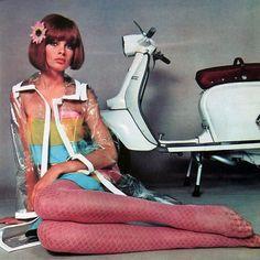 Lambretta calendar, Jean Shrimpton, the model. Jean Shrimpton, Scooter Girl, Vespa Girl, 60s And 70s Fashion, Mod Fashion, Vintage Fashion, Fashion Photo, Style Année 60, Pin Up