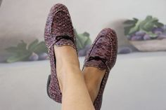 Saumon Mer, swim into the sustainable World with these confy loafers! Ecological leather, recycled leather, natural and recycled rubber with recycled cord brooch. Walk Wild, Walk Conscious