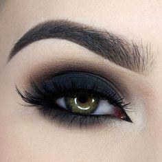 Black Smokey Eye Chocolate Bar Palette Makeup Look