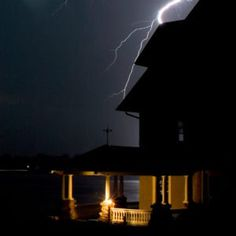 homeowners insurance Don't get ripped off when storm chasers blow into down to repair roofs and broken windows. Here's what you need to know about storm damage, homeowners insuran Diy Home Security, Safety And Security, Home Security Systems, Home Safety Tips, Broken Window, Home Protection, In Case Of Emergency, Roof Repair, New Homeowner