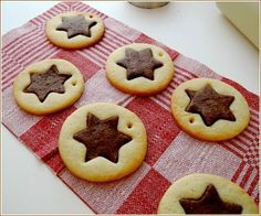 Vanilla and chocolate star biscuits - The little iza pastry - Cookies Biscotti Cookies, Galletas Cookies, No Bake Cookies, Candy Recipes, Sweet Recipes, Cookie Recipes, Royal Icing Cookies, Cupcake Cookies, Sweet Cakes