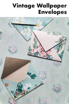 Origami Envelope, Diy Envelope, Envelope Book, Wallpaper Crafts, Wallpaper Samples, Homemade Envelopes, Homemade Cards, How To Make An Envelope, Tissue Paper Flowers