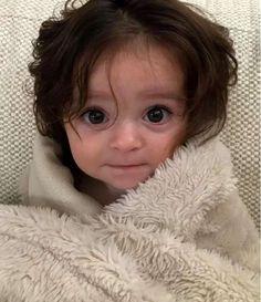 La tiernísima bebé que nació con tanto pero tanto cabello que hasta se notaba en el ultrasonido