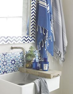 blauw/wit badkamer