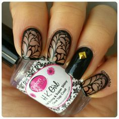 day 18: fav nail artist #bomnailartfeb This mani is inspired by @tenlittlecanvases. UberChic plate 1-03