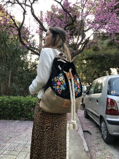 Frida Khalo Backpack, style up your urban ootd Enjoying The Sun, Red Lipsticks, Embroidery Stitches, Espadrilles, Ootd, Backpacks, Urban, Floral, Pattern