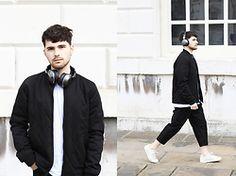 Gerard Molón - Skullcandy Headphones, Black Eye Rags Trousers - DID I HEAR 'SKULLCANDY?