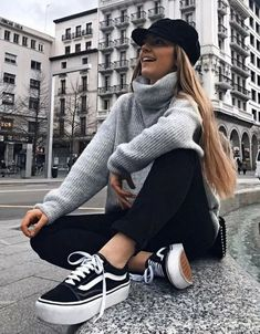 outfits with black jeans * outfits _ outfits for school _ outfits with leggings _ outfits with air force ones _ outfits for school winter _ outfits casuales _ outfits with black jeans _ outfits with doc martens Winter Fashion Outfits, Look Fashion, Spring Outfits, Fashion Models, Autumn Fashion, October Outfits, Ladies Fashion, Fashion Clothes, Fashion Trends