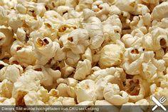 Salziges Popcorn, oder gebuttert, oder mit Pfeffer oder mit Chilli- oder Paprika. Hauptsache Pikant