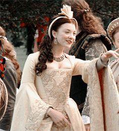 The Tudors (Natalie Dormer as Anne Boleyn) Anne Boleyn Tudors, Los Tudor, Tudor Era, Natalie Dormer, The Tudors Tv Show, The Other Boleyn Girl, Tudor Fashion, Tudor Dynasty, Margaery Tyrell