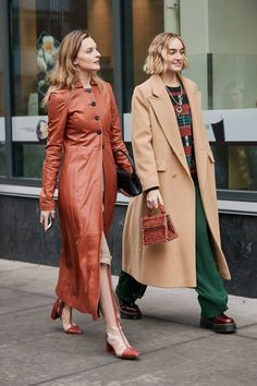 Latest Street Style From New York Fashion Week See the Latest New York Fashion Week Street Style Fall 2019 Top Street Style, New York Fashion Week Street Style, Spring Street Style, Street Fashion, Cute Highschool Outfits, Streetwear, New Yorker Mode, Fashion Looks, Fashion Tips