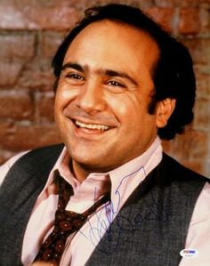 Actor/producer/director Danny DeVito turns 71 today - he was born in Many Boomers first noticed him in the 1975 film One Flew Over the Cuckoo's Nest and then in the later on Taxi. Tony Danza, Danny Devito, Presents For Men, World Star, Classic Movies, Man Humor, Famous Faces, Movie Stars, Actors & Actresses