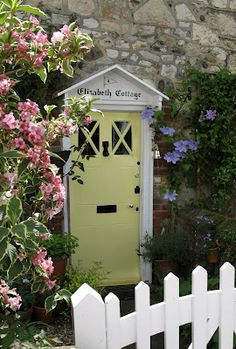 """Elizabeth Cottage"", Bosham  http://grandma-p-ramblings.blogspot.co.uk/2007_05_01_archive.html"