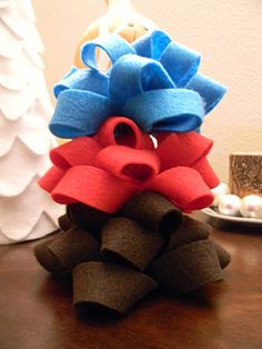 Make your own felt bows for presents!