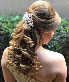 Discover penteadossonialopes's Instagram Amooo ❤️❤️ #PenteadosSoniaLopes ✨ . . . #sonialopes #cabelo #penteado #noiva #noivas #casamento #hair #hairstyle #weddinghair #wedding #inspiration #instabeauty #penteados #novia #inspiração #cabeleireiros #lovehair #videohair #curl #curls #noivasdobrasil #vireinoiva #noivassp #noivas2017 #noivas2018 #cabelos #cursosdepenteados 1643783328024189654_1188035779