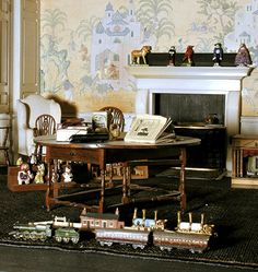 Queen's Dolls' House  .