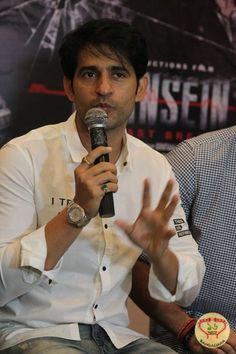 The star cast of Saansein visited Kolkata to promote the upcoming Bollywood film. Rajneesh Duggal, Hiten Tejwani and others shared information about this film.